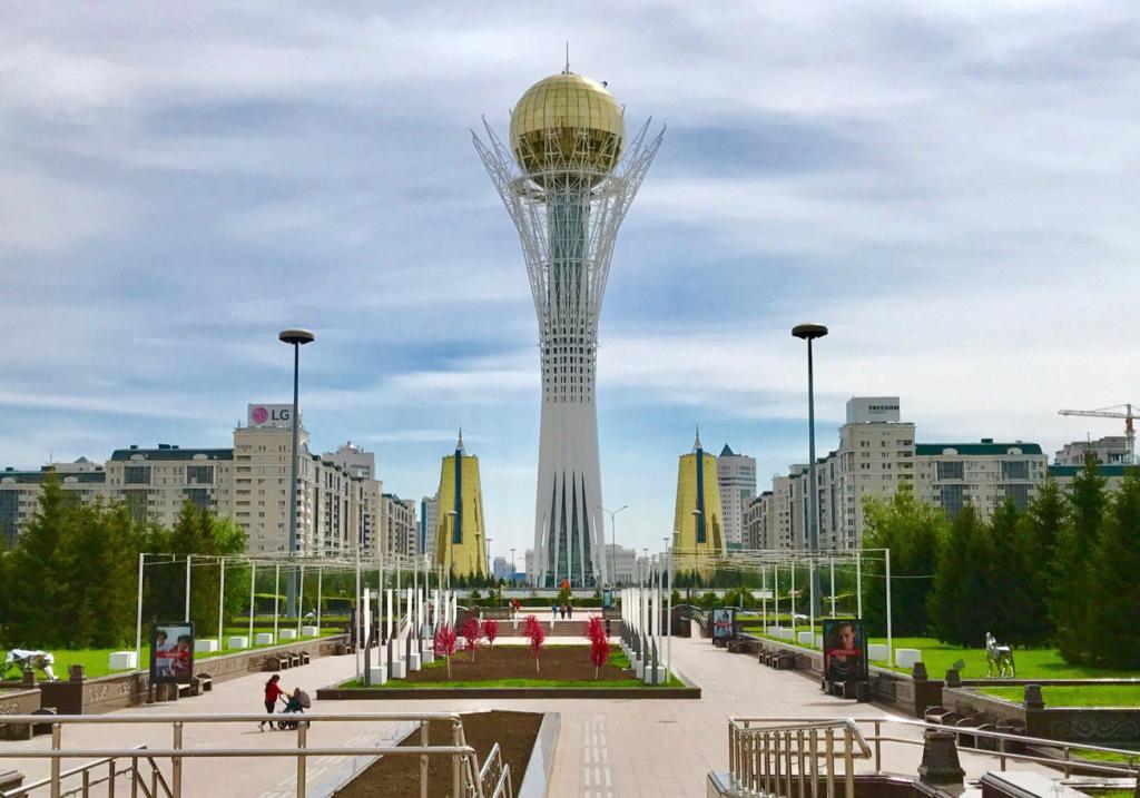 カザフスタン 観光 バイテレクタワー