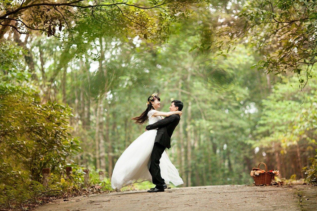 結婚 20代 メリット
